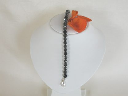 Bracelet with onyx faceted