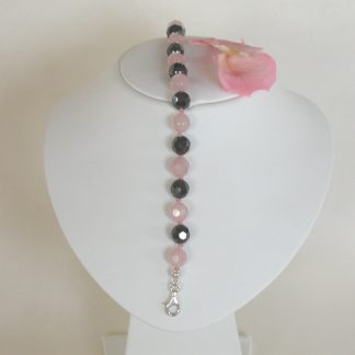 Bracelet with rose quartz faceted