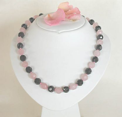 Necklace with rose quartz faceted